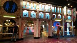 De verleiding - Naturalis - het warenhuis met versiertrucs van planten en dieren (foto: M. Laterveer-de Beer)